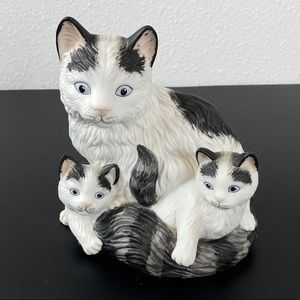 VTG Homco  mother cat with kittens figurine